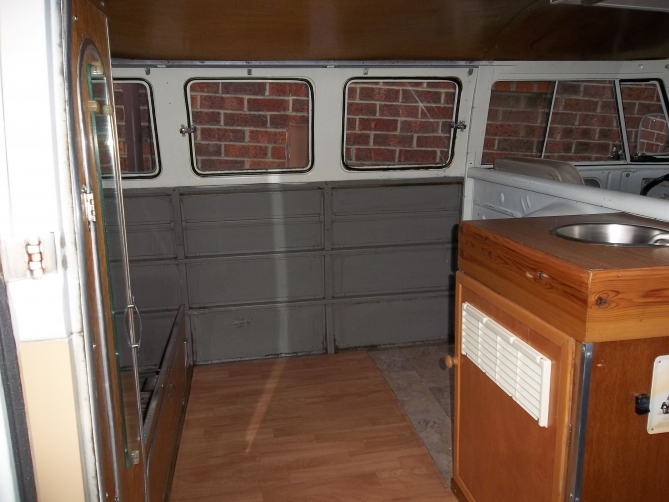 VW-Splitscreen-Camper-Resto-Inside-10