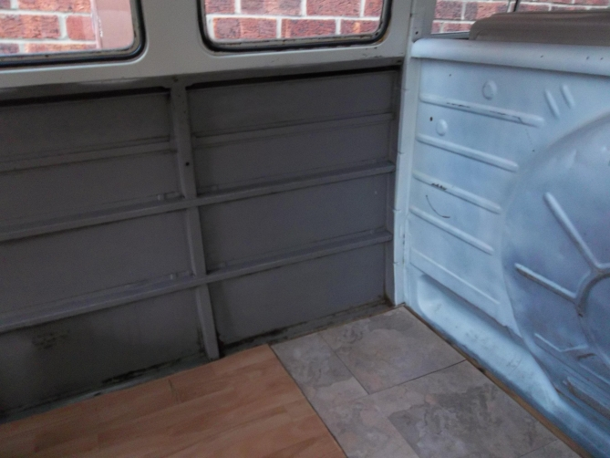 VW-Splitscreen-Camper-Resto-Inside-11