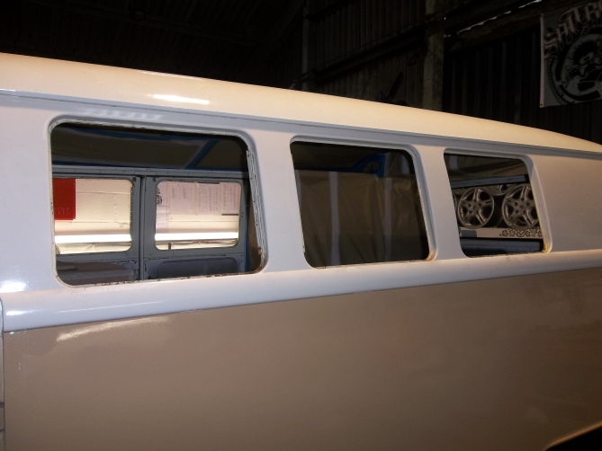 VW-Splitscreen-Camper-Resto-Inside-20