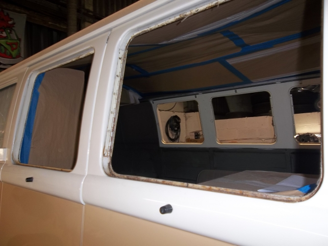 VW-Splitscreen-Camper-Resto-Inside-21
