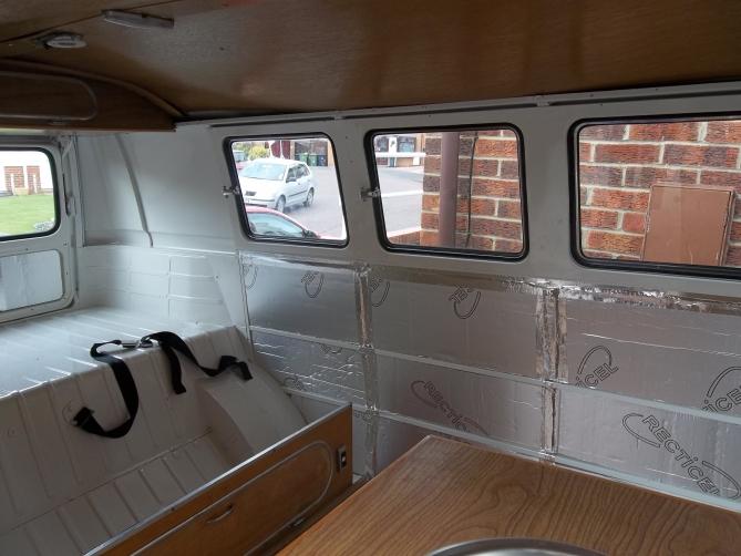 VW-Splitscreen-Camper-Resto-Inside-27
