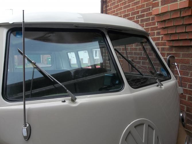 VW-Splitscreen-Camper-Resto-Inside-28