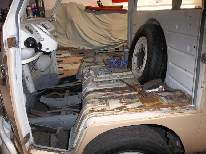 VW-Splitscreen-Camper-Resto-Inside-3