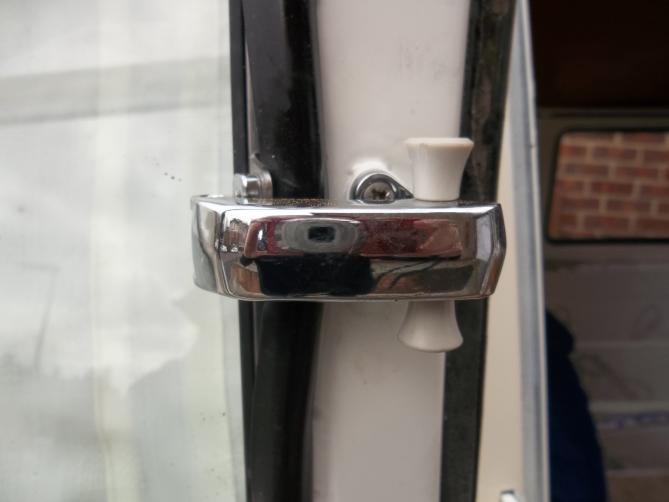 VW-Splitscreen-Camper-Resto-Inside-30