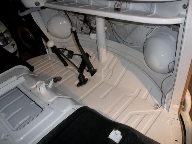 VW-Splitscreen-Camper-Resto-Inside-33