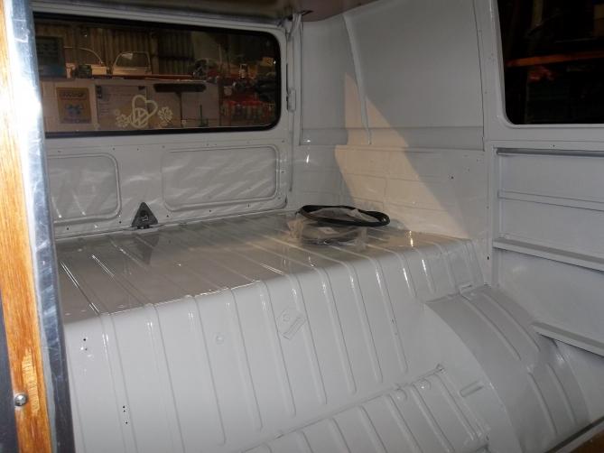 VW-Splitscreen-Camper-Resto-Inside-35