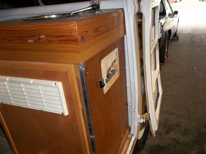 VW-Splitscreen-Camper-Resto-Inside-37