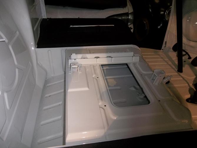 VW-Splitscreen-Camper-Resto-Inside-40