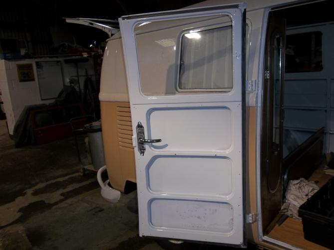 VW-Splitscreen-Camper-Resto-Inside-42
