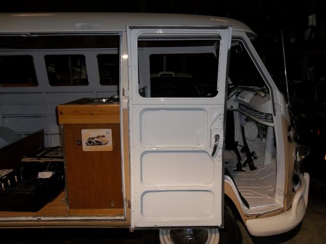 VW-Splitscreen-Camper-Resto-Inside-43