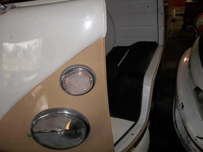 VW-Splitscreen-Camper-Resto-Inside-44