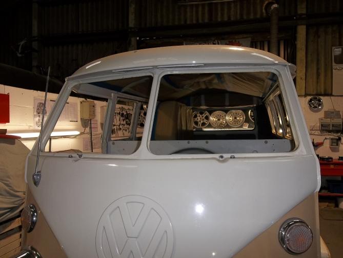 VW-Splitscreen-Camper-Resto-Inside-5