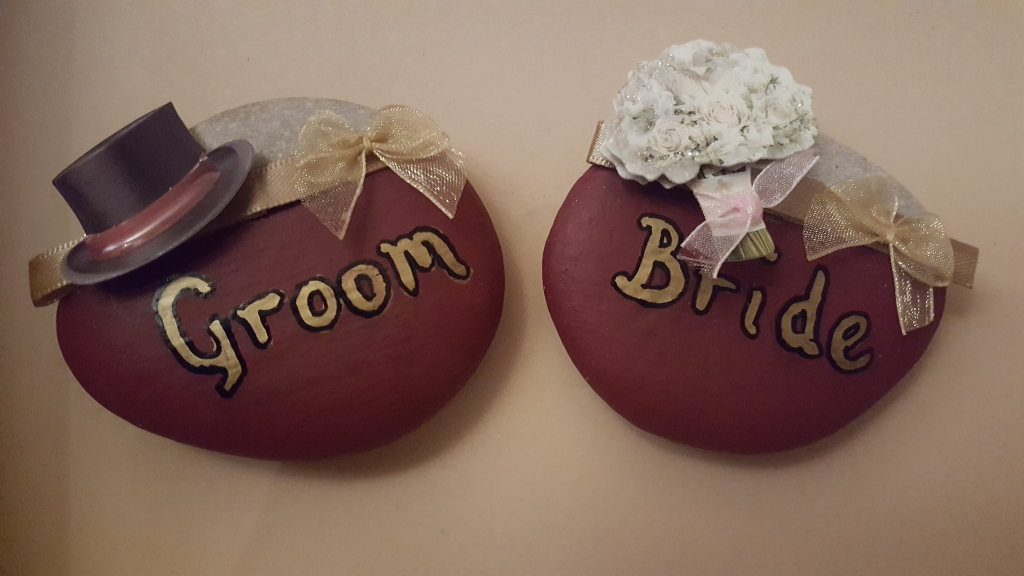 Bride and Groom wedding name plates hand painted in gold with top hat & bouquet detail